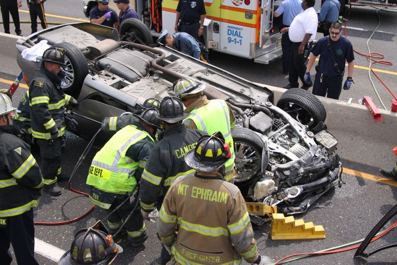 Rt%2076%20MVA%20Rescue%205-24-09%20058