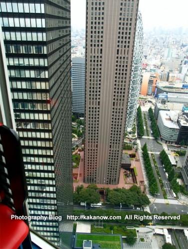 Japan-Tokyo-Shinjuku-building-photo-night-kakanowdotcom-377x500