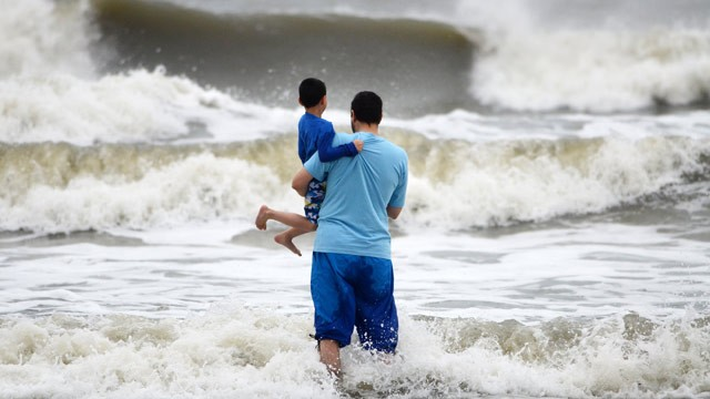 Ap_hurricane_sandy_south_carolina_beach_jt_121027_wg