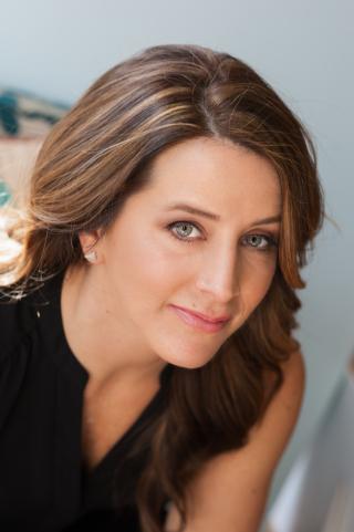 Angela Barnshaw Headshot