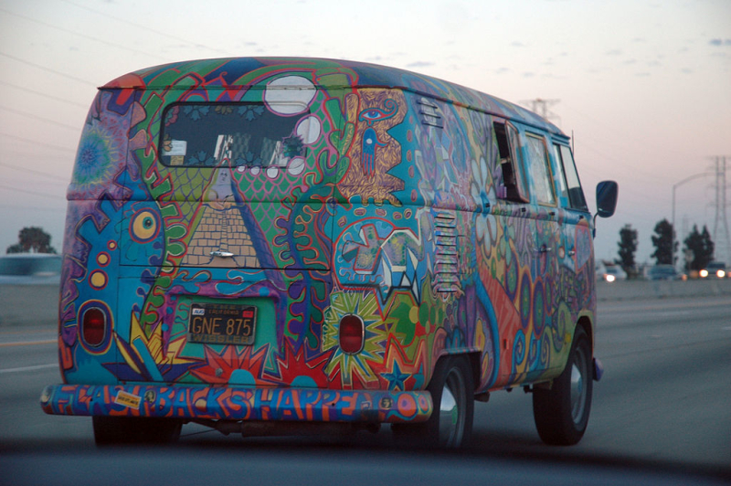 1024px-VW_Bus_T1_in_Hippie_Colors_2