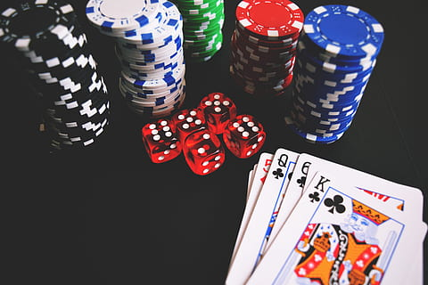 Countries that allow online gambling but do not allow operating online casinos